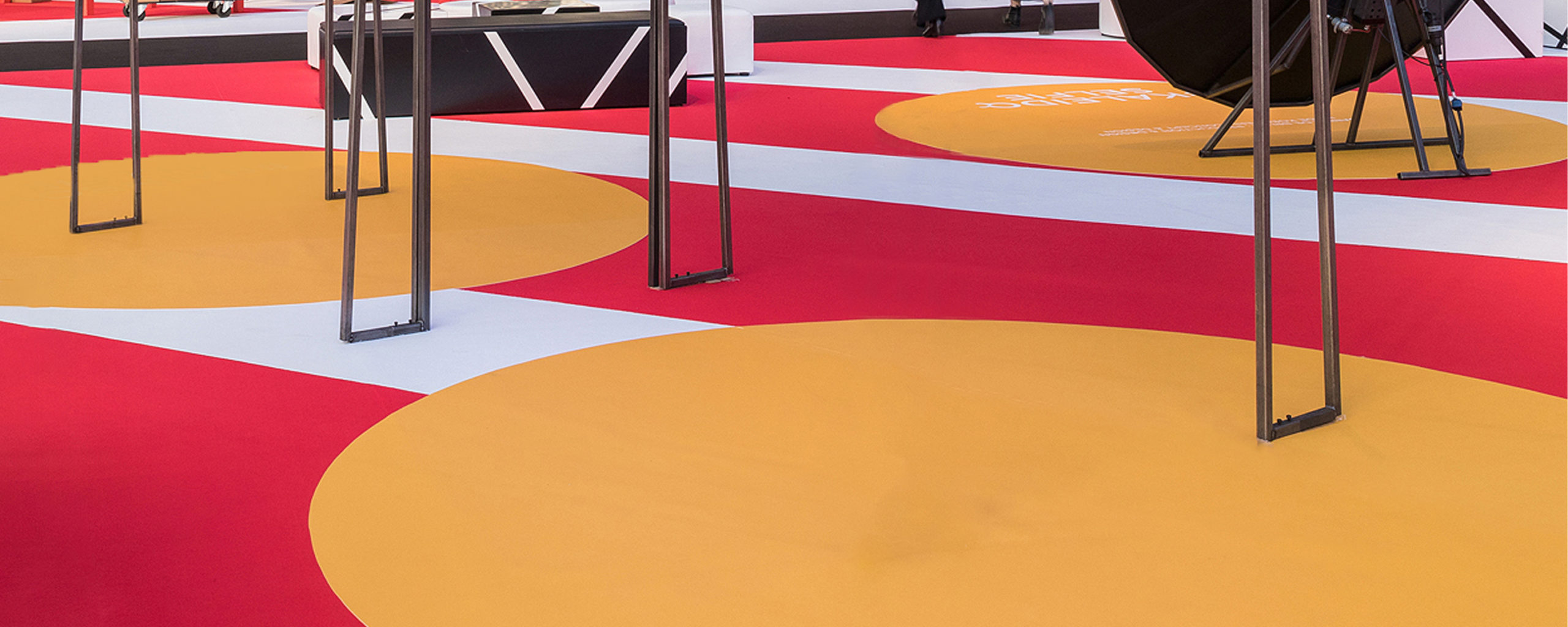 sommer-event-carpet-expostyle-expocolor-brick-red-gold-white